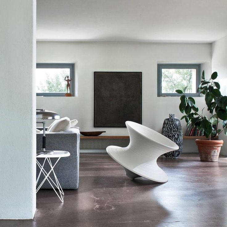 Spun Chair by Thomas Heatherwick and Pizza Table by Naoto