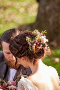 The 25+ best ideas about Bridal Hair Flowers on Pinterest ...