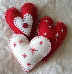 These cute heart shaped ornaments make wonderful gifts or gift wrap accents. Follow this tutorial for easy Christmas crafts or