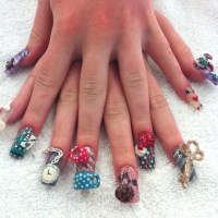 3d Alice in wonderland nails :)