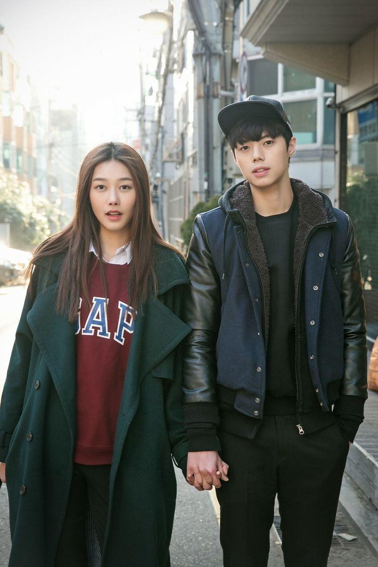 Seoul Street Style by 고민성(25), 정한솔(25)