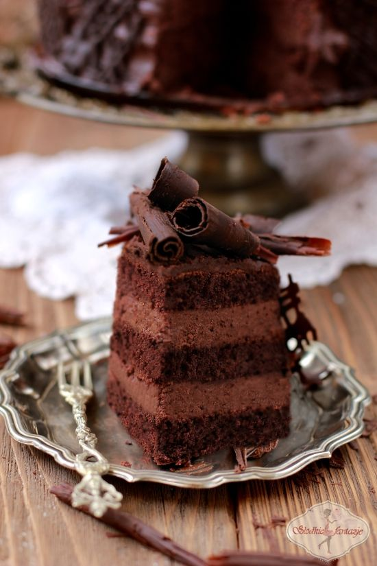 Simple Chocolate Mousse Cake