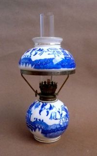 Vintage Lamp Blue & White Porcelain Blue Willow Pattern ...