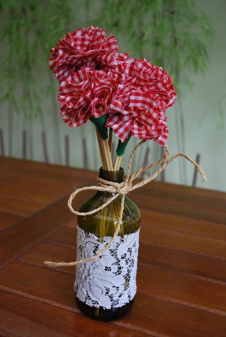 Tulipas de tecido e garrafa rendada  Garrafas Decoradas  Pinterest