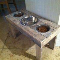DIY: Dog Food Bowl Stand. Made out of pallets .. get Wes ...