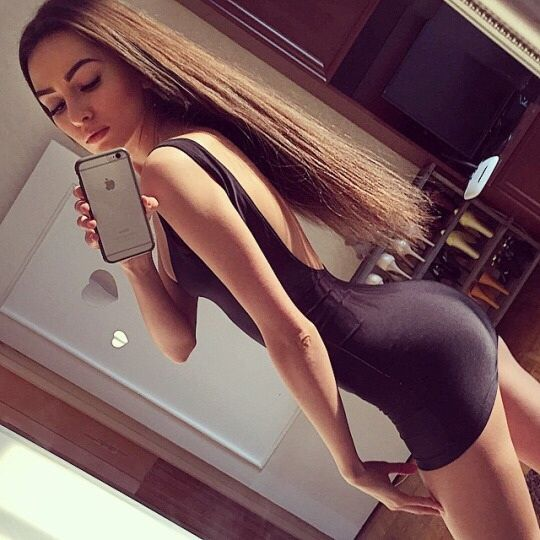 Sexy Girls in Tight Dresses & Skirts: