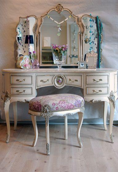 El Espejo Tiene Alas Como De Mariposa The Mirror Has Wings Like A Erfly Vintage Furniture Bedroomvictorian