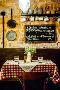 Best 25+ Italian restaurant decor ideas on Pinterest ...