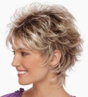 messy layered hairstyle short