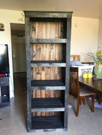 25+ best ideas about Pallet bookshelves on Pinterest ...