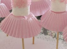 Tutu Marshmallow Pops by using cupcake liners!! Perfect ...