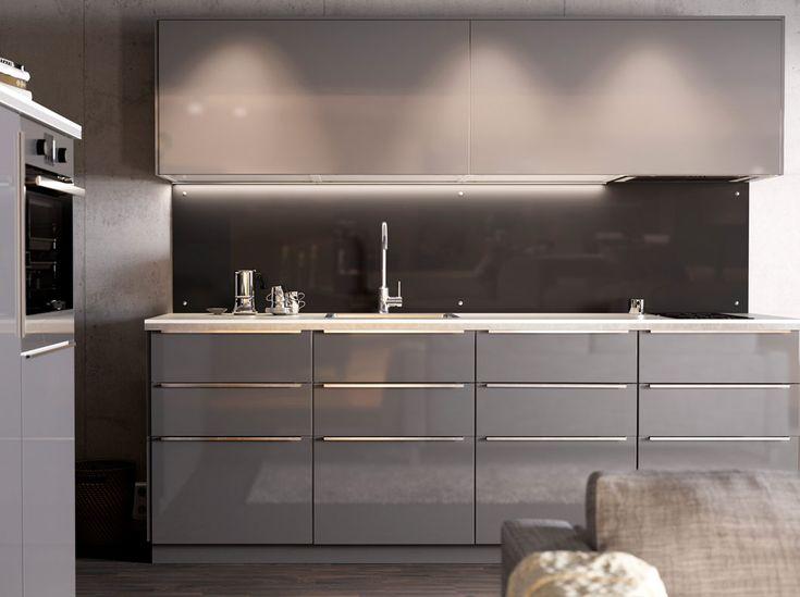 Modern magas fny szrke IKEA konyha vilgos