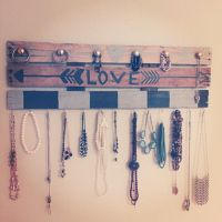 25+ best ideas about Pallet Jewelry Holder on Pinterest ...