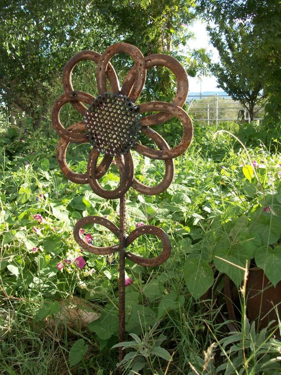 Rustic Horseshoe Sunflower  My Husband will have to make this for