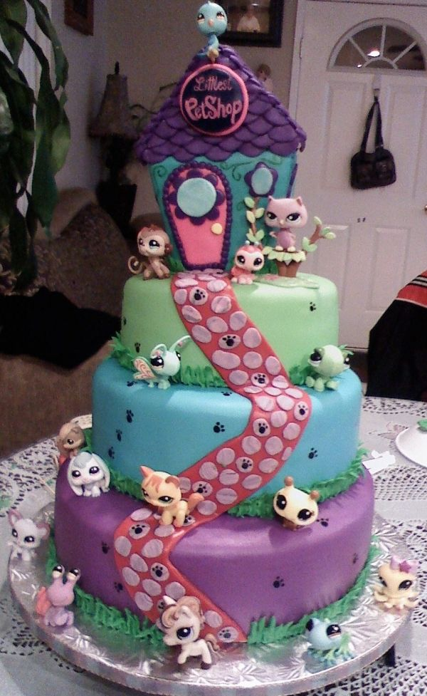 MAN! I wish I was this talented!! I can bake a cake with the best of them, work with buttercream like a pro, but fondant flies