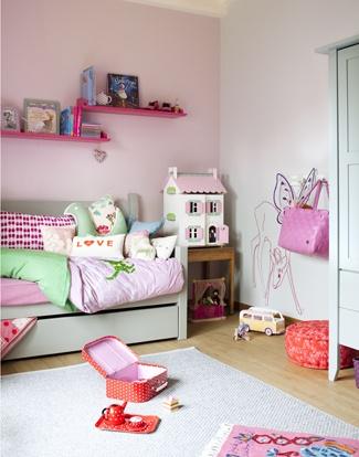 Roze meisjeskamer met Mimilou muursticker hertje