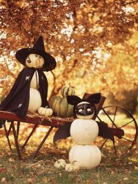 Outdoor Halloween Decorating with Pumpkins   Wheelbarrow ...