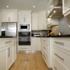Ikea Shaker Kitchen Cabinets Sliding Baskets Cuisine En Mdf Avec Portes V Groove Et Sa Pâleur ...
