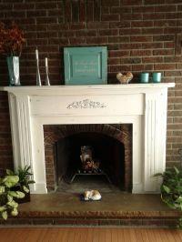 A beautiful fireplace mantel using Annie Sloan's chalk ...