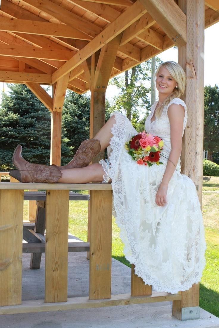17 Best ideas about Country Wedding Gowns on Pinterest