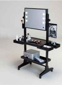 25+ Best Ideas about Vanity Table With Lights on Pinterest ...