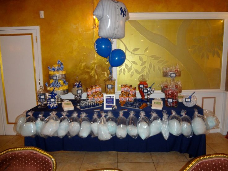 Yankees Theme 50th Birthday  Mens  Candy Table and Balloons wwwexperiencecreativiteecom
