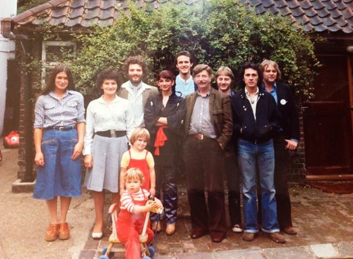 Kate Bush With Her Parents Brothers And Friends Kate