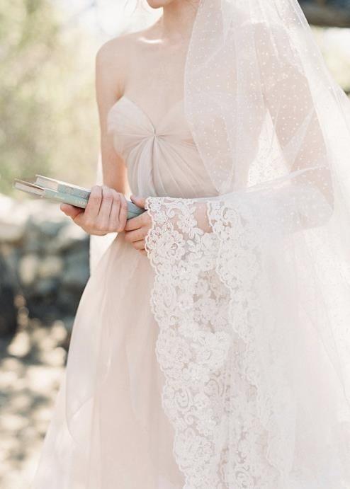 swiss dot bridal veil; Photography by Caroline Tran