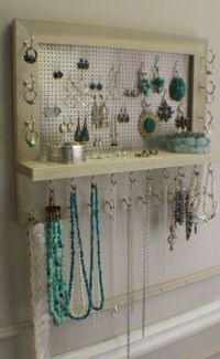 Wall Mounted Jewelry Organizer - WoodWorking Projects & Plans