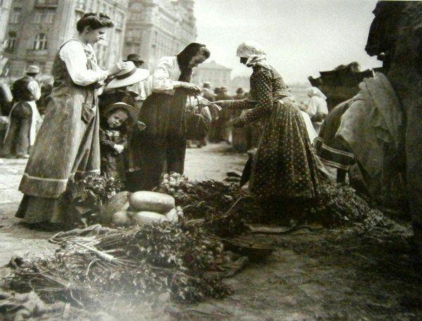 Vegetable market in Vienna ca 1900  Altes Wien