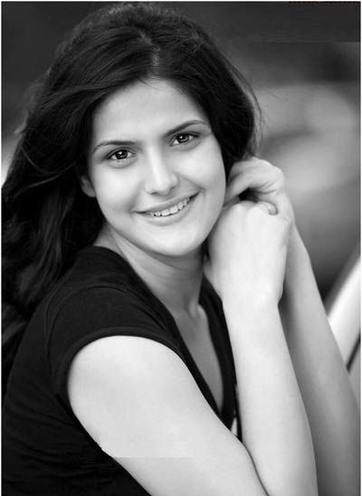 Smiling Face Girl Wallpaper India Zarine Khan Without Makeup Top 10 Pictures Pictures