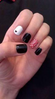 disney mickey and minnie nails
