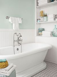 Beach Bathroom Decor | Turquoise, Towels and Tile