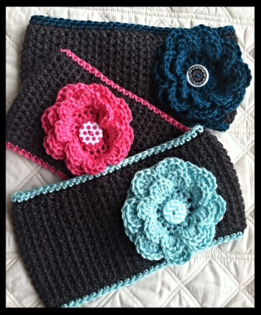 MATERIALS: Size H crochet hook WW yarn- Caron Simply Soft used here 2 Buttons: 1 inch button for flower & 1.5 inch button for back