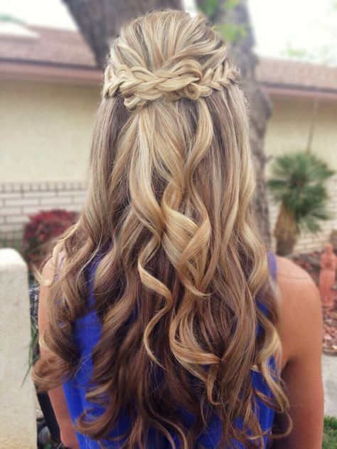 25 Best Ideas About Homecoming Hairstyles Down On Pinterest