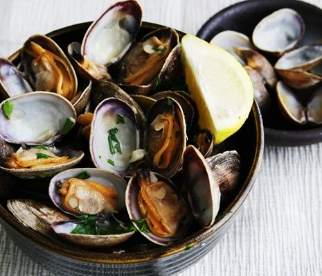 Steamed Clams in White Wine, Garlic, and Butter | Savory Sweet Life – Easy Recip