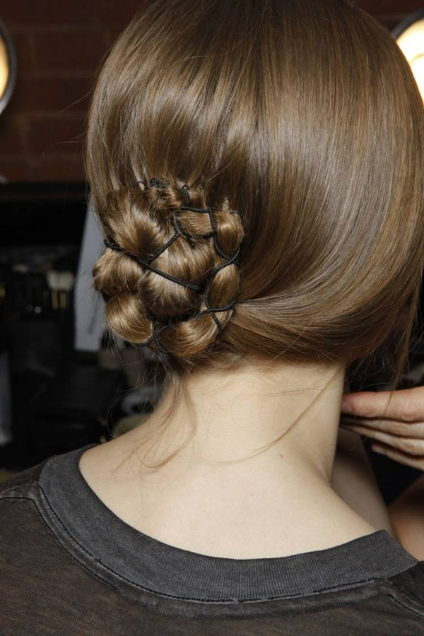 30 Cool Low Bun Hairstyles Hairstyles Ideas Walk The Falls