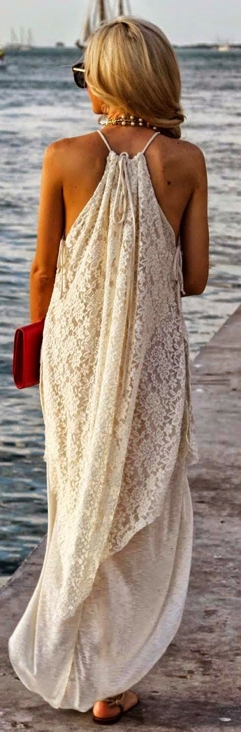 Love the dress. Love walkin on the beach. Love the hair – even tho NOBODYS hair looks like this at the beach!! Overall, a total