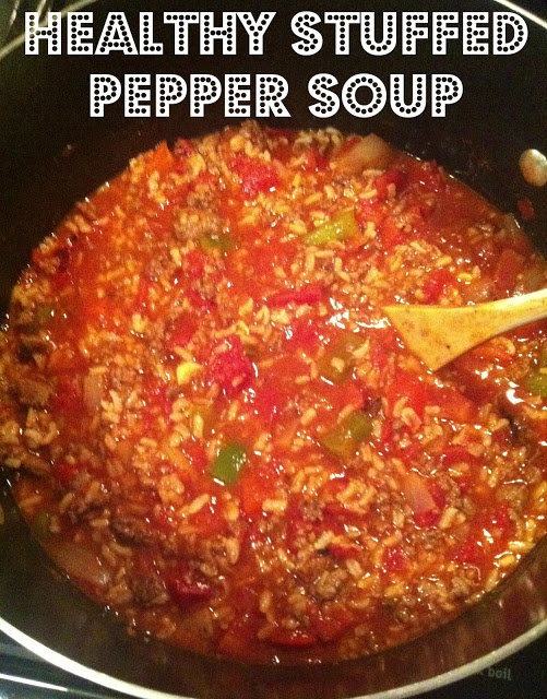 Healthy stuffed pepper soup! So good for the winter months and helping you stick to your New Year's resolutions! Click through for