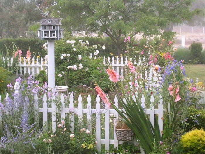 The 25 Best Ideas About Picket Fence Garden On Pinterest Picket