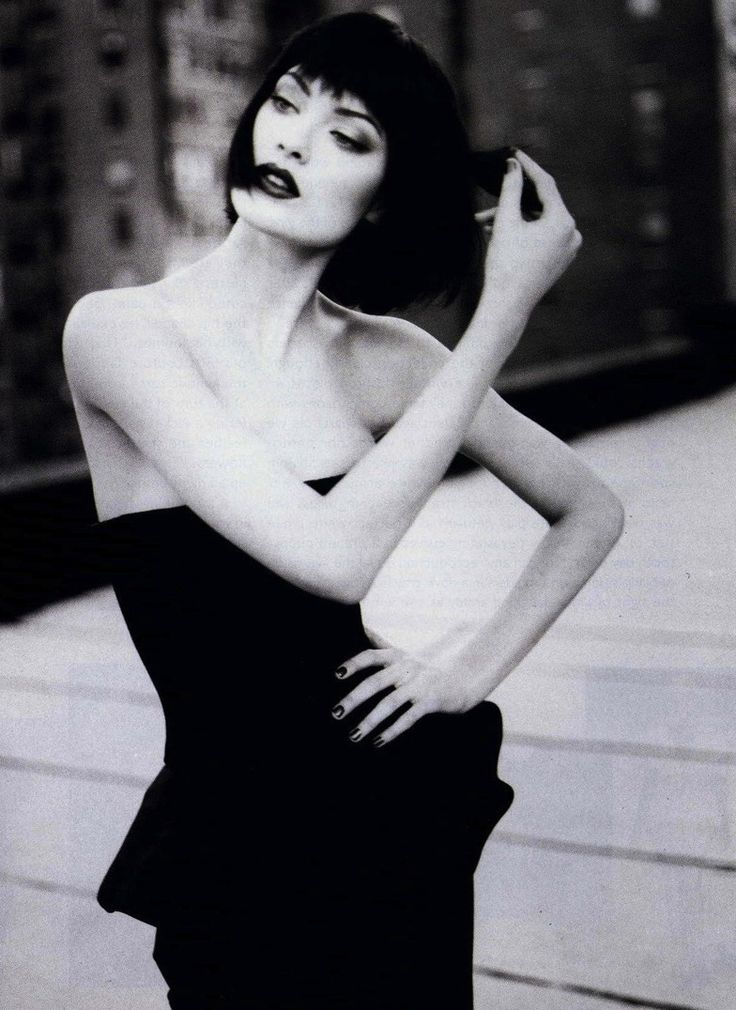 Shalom Harlow by Patrick Demarchelier for Harper's Bazaar January 1995 / short hair / blunt bob with bangs