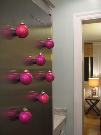 christmas crafts .... glue magnets to ornaments for a fun way to decorate your fridge: