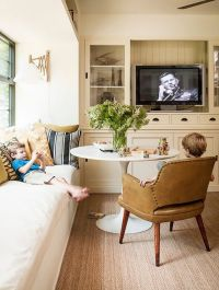 25+ best ideas about Small Tv Rooms on Pinterest