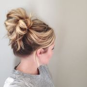 five cute and easy bun hairstyles