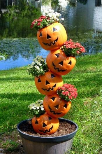 Topsy Turvy Pumpkin Planter – one of 8 creative ideas to transform those ugly…