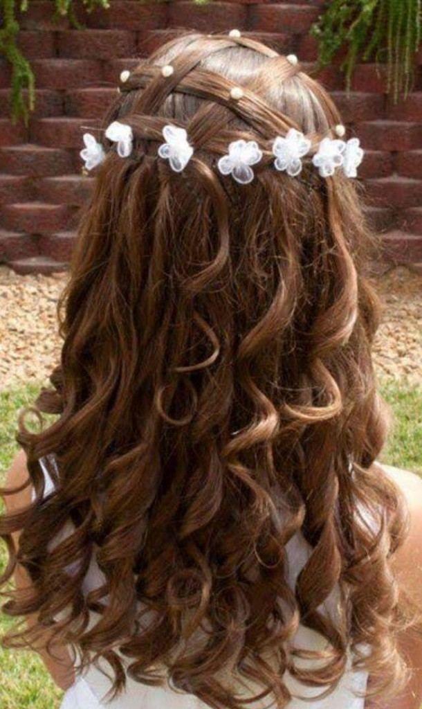 Die Besten 25 Blumenmädchen Frisuren Ideen Auf Pinterest