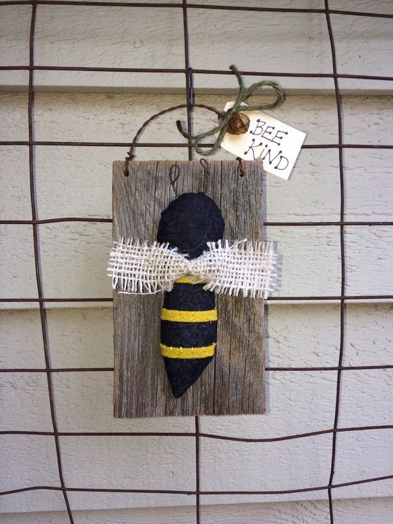 HONEY BEE Primitive Summer Peg Hanger Barn Wood Folk