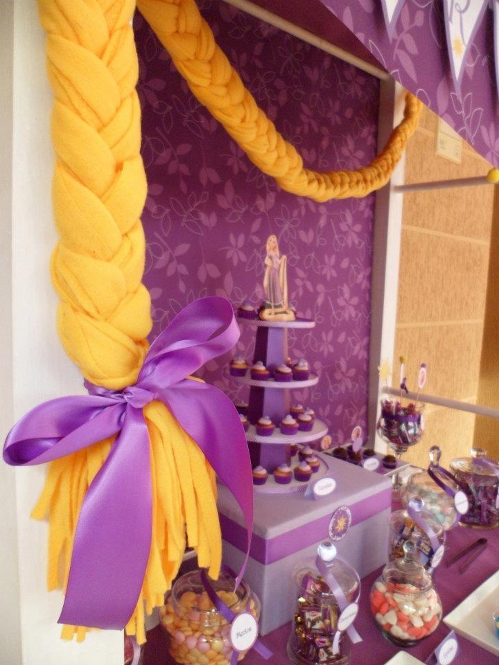 Candy Buffet inspirado en Rapunzel violetas y amarillos