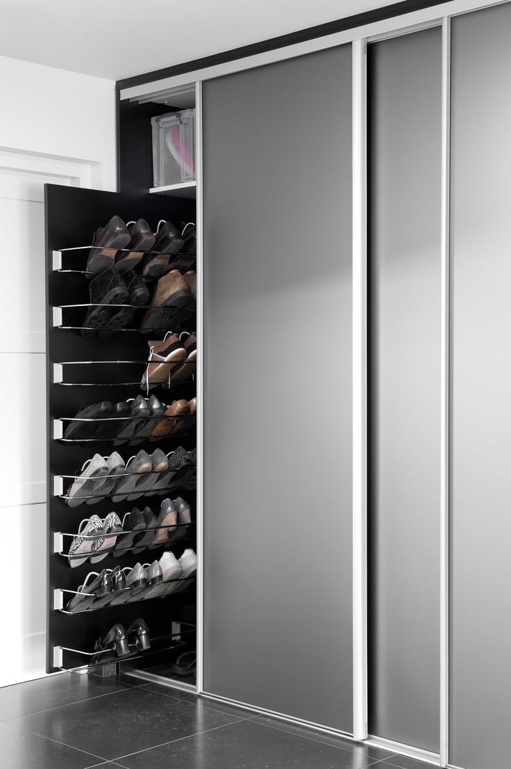 Schuifsysteem voor schoenen in kast  verbouwings ideeen