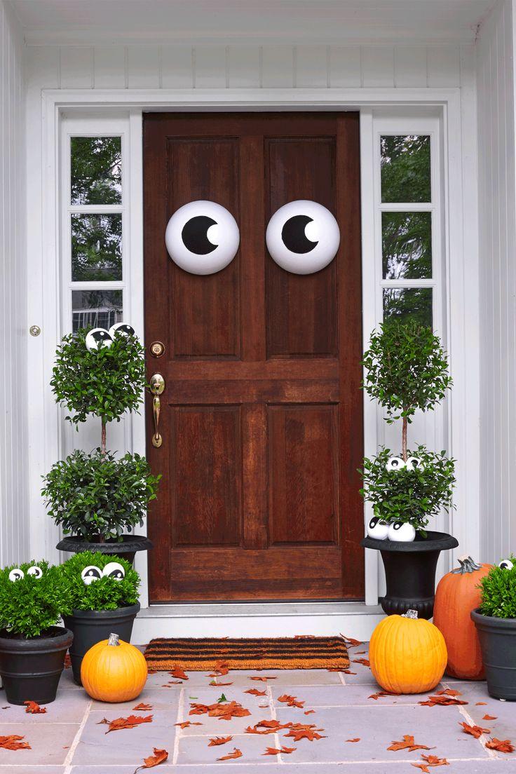 30+ Spooktacular Outdoor Halloween Decorations
